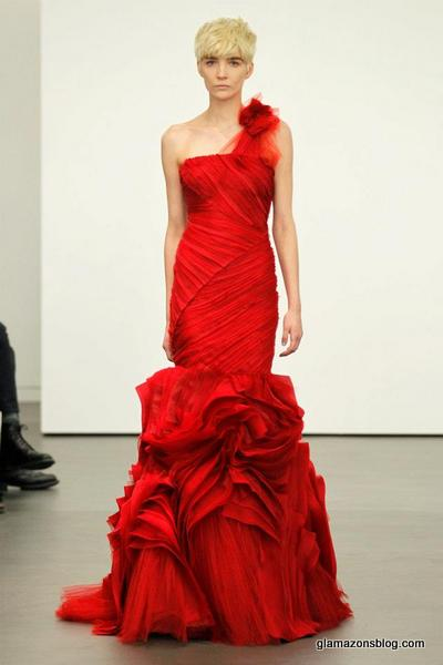 Would You Wear A Red Wedding Gown Spotted At Vera Wang And Oscar De La Rent