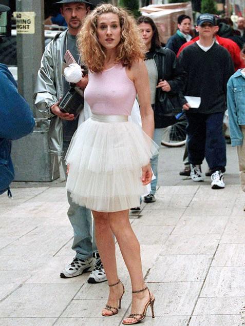Carrie-Bradshaw-SATC-Tutu-Halloween-Costume-Idea-Glamazonsblog