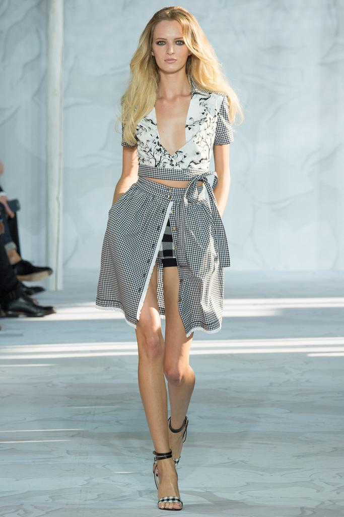 Diane-von-Furstenberg-Spring-2015-Collection-NYFW-Black-and-White-Gingham-Wasp-Skirt-Floral-Crop-Top-Glamazonsblog