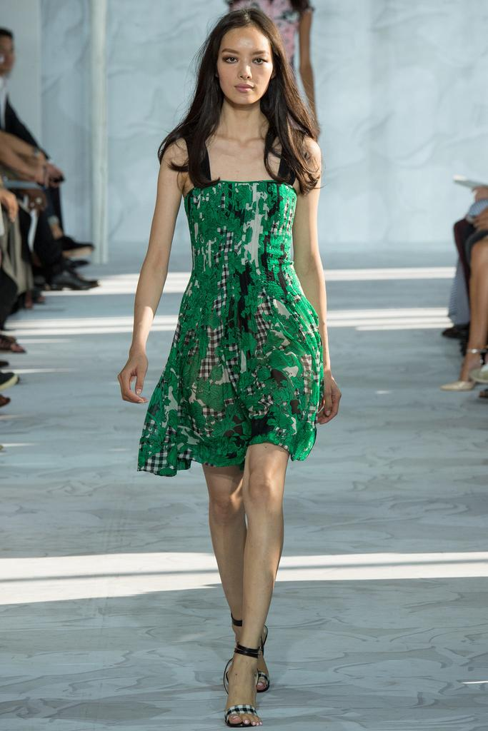 Diane-von-Furstenberg-Spring-2015-Collection-NYFW-Forest-Green-Floral-Baby-Doll-Dress-Glamazonsblog