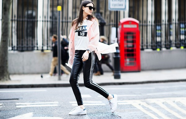 Fashion-Vibe-Leather-Pants-Statement-Tee-White-Sneakers-Fashion-Trend-Glamazonsblog