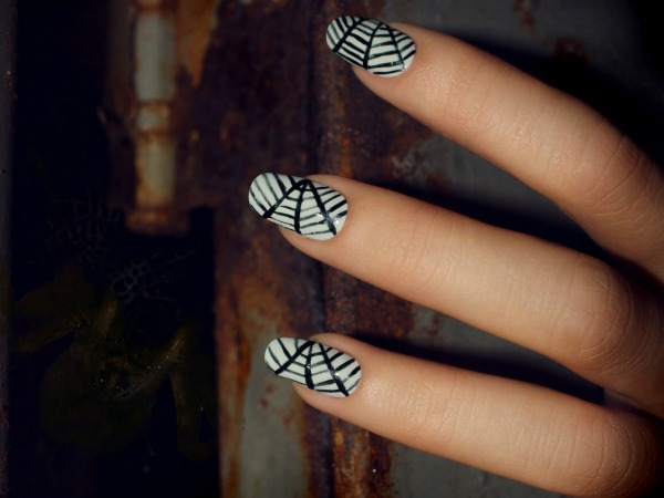 How to Create a Spider Web Nail Look in 4 Easy Steps
