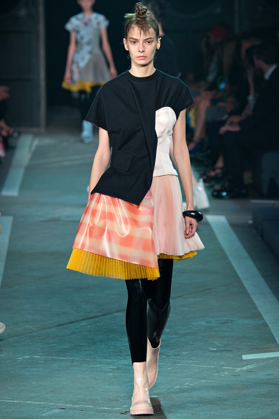 Marc-by-Marc-Jacobs-Spring-2015-NYFW-Asymmetrical-Pleated-Plastic-Dress-Latex-Leggings-Glamazonsblog