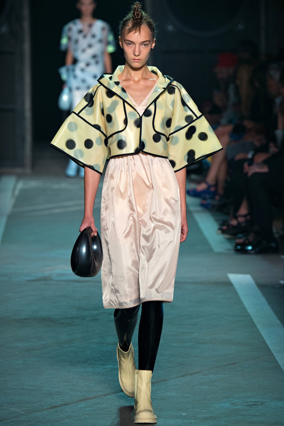 Marc-by-Marc-Jacobs-Spring-2015-NYFW-Latex-Leggings-Polka-Dot-Plastic-Crop-Jacket-Glamazonsblog