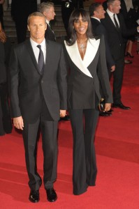 Naomi-Campbell-Royal-World-Premiere-Skyfall-alexander-mcqueen-spring-2013- double-breasted-black-wide-leg-pant- suit-white-lapel-collar-7