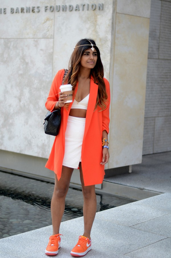 She-Werars-Fashion-Orange-Coat-Matching-Sneakers-White-Separates-Fashion-Trend-Glamazonsblog