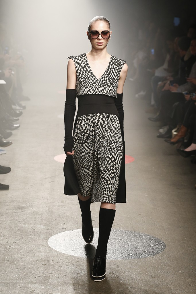 Tracy-Reese-Fall-2015-Collection-Houndstooth-Print-Separates-Arm-Warmers-Knee-High-Socks-NYFW-Glamazonsblog