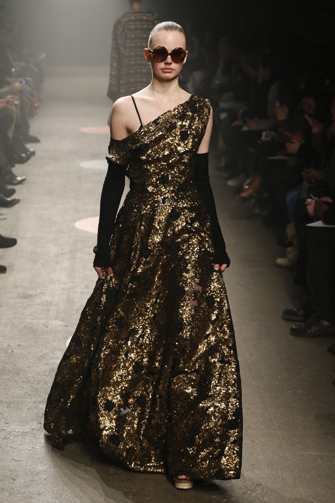 Tracy-Reese-Fall-2015-Collection-One-Shoulder-Gold-and-Black-Sparkling-Floor-Length-Dress-Arm-Warmers-NYFW-Glamazonsblog