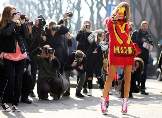 anna-dello-russo-moschino-fall-2014-tommy-ton-glamazons-blog-2