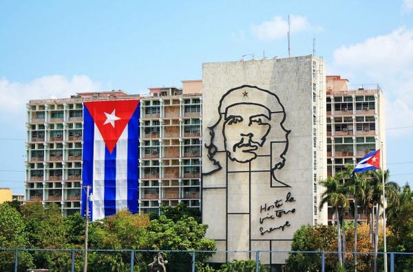 che-guevara-revolution-square-havana-cuba-glamazons-blog