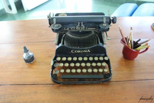 cuba-ernest-hemingway-typewriter-glamazons-blog