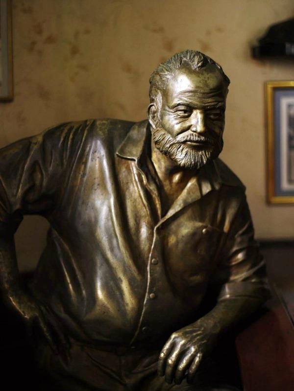 cuba-havana-ernest-hemingway-statue-floridita-glamazons-blog