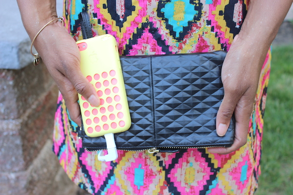 handbag-butler-mighty-purse-portable-charger-iphone-5C-boohoo-aztec-katie-shift-dress-glamazons-blog-0