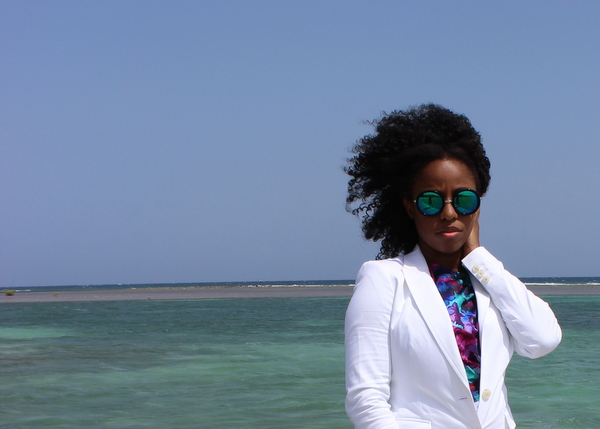 jamaica-street-style-just-fab-neri-banana-republic-white-blazer-express-white-shorts-boohoo-gracie-mirrored-sunglasses-jessica-c-andrews-glamazons-blog-5-final-001