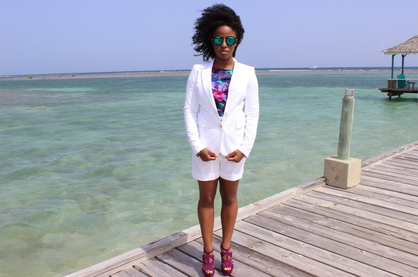 jamaica-street-style-just-fab-neri-banana-republic-white-blazer-express-white-shorts-boohoo-gracie-mirrored-sunglasses-jessica-c-andrews-glamazons-blog-final