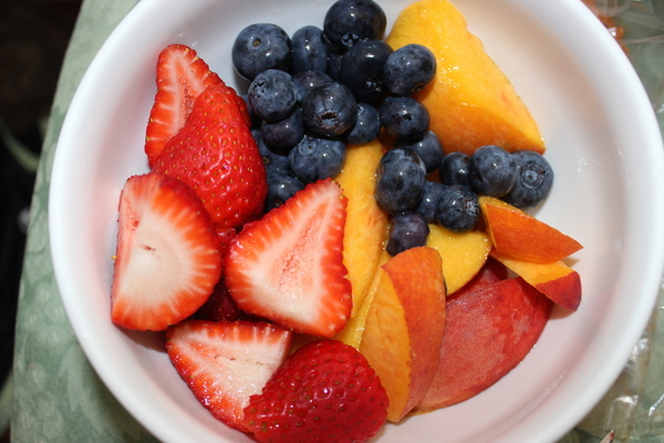 juicing-recipe-peaches-blackberries-nutribullet-glamazon-fitness-glamazons-blog-2