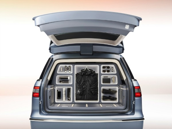 The New Lincoln Navigator Comes With A Closet Inside #GlamazonWheels