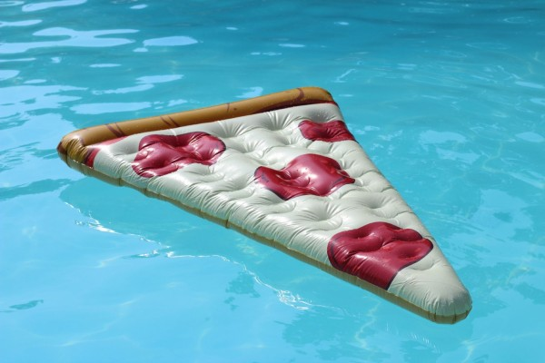 pizza-float-pool-street-style-blogger-jessica-c-andrews-glamazons-blog-2
