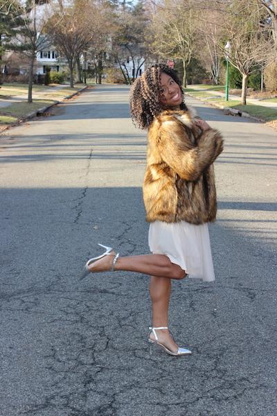 street-style-asos-faux-fur-jacket-romwe-cream-sweater-target-tulle-skirt-zara-silver-pointy-toe-pumps-glamazons-blog-5
