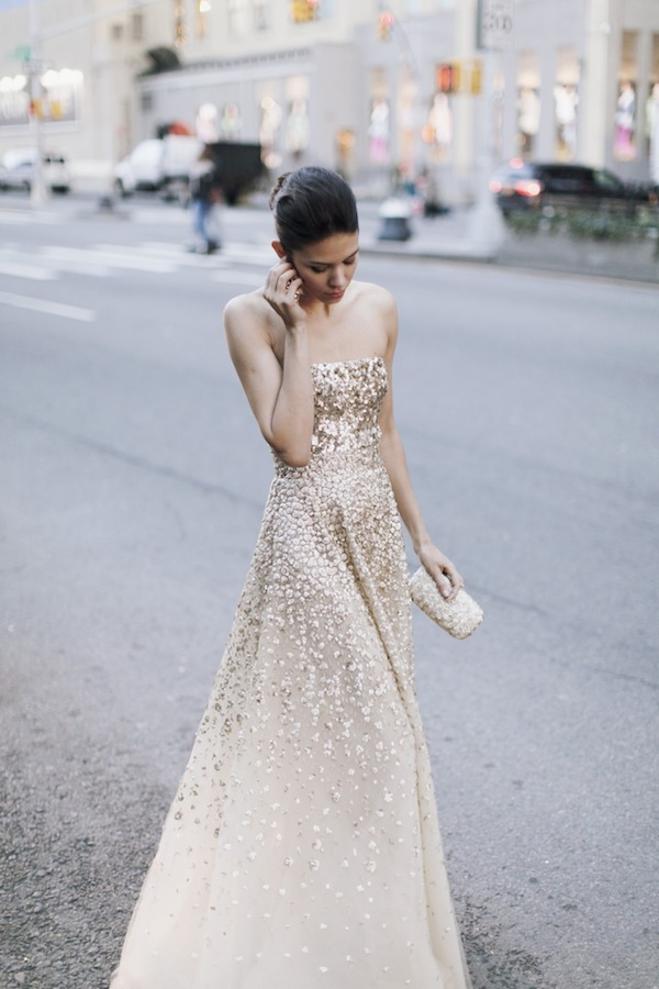 street-style-gold-gown-oscar-de-la-renta