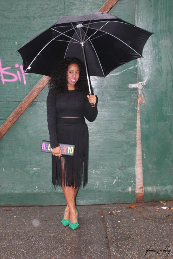 street-style-hm-crop-top-fringe-skirt-kate-spade-hello-tokyo-clutch-just-fab-fairfield-pumps-glamazons-blog-11