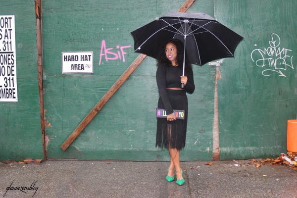 street-style-hm-crop-top-fringe-skirt-kate-spade-hello-tokyo-clutch-just-fab-fairfield-pumps-glamazons-blog-12