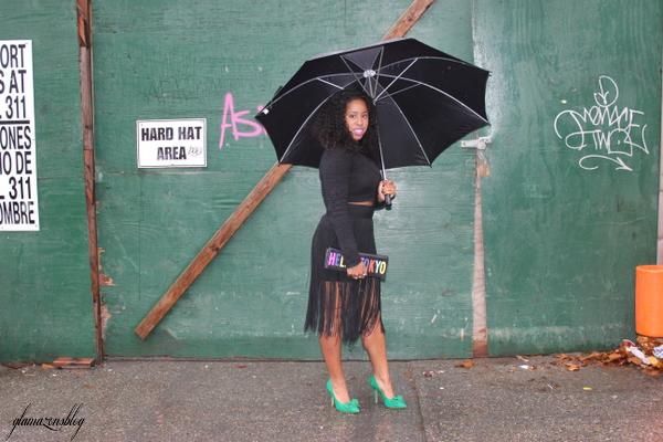 street-style-hm-crop-top-fringe-skirt-kate-spade-hello-tokyo-clutch-just-fab-fairfield-pumps-glamazons-blog-13