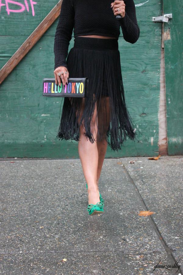 street-style-hm-crop-top-fringe-skirt-kate-spade-hello-tokyo-clutch-just-fab-fairfield-pumps-glamazons-blog-17
