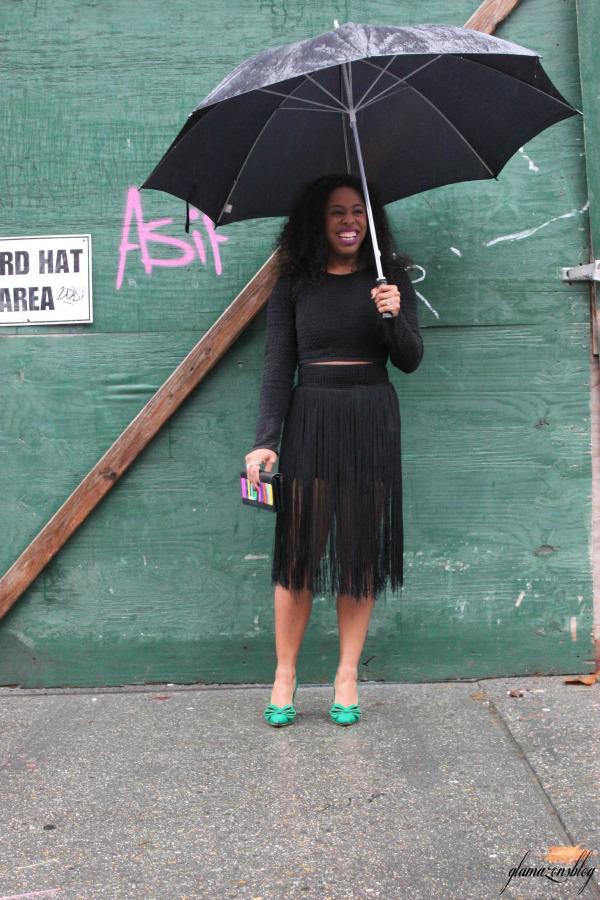 street-style-hm-crop-top-fringe-skirt-kate-spade-hello-tokyo-clutch-just-fab-fairfield-pumps-glamazons-blog-18
