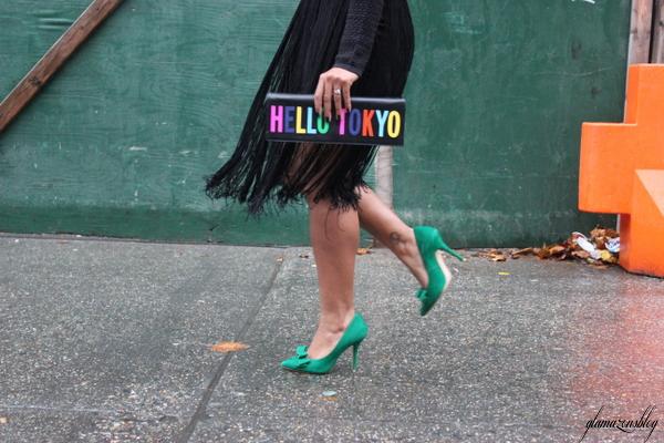 street-style-hm-crop-top-fringe-skirt-kate-spade-hello-tokyo-clutch-just-fab-fairfield-pumps-glamazons-blog-3