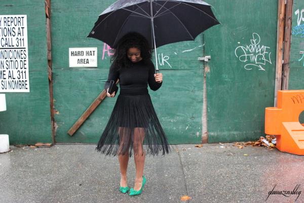 street-style-hm-crop-top-fringe-skirt-kate-spade-hello-tokyo-clutch-just-fab-fairfield-pumps-glamazons-blog-6