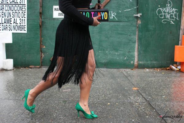 street-style-hm-crop-top-fringe-skirt-kate-spade-hello-tokyo-clutch-just-fab-fairfield-pumps-glamazons-blog