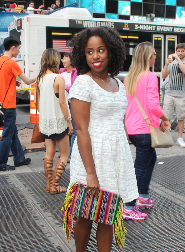 street-style-times-square-white-dress-just-fab-vernon-red-asos-woven-clutch-with-fringing-glamazons-blog-013