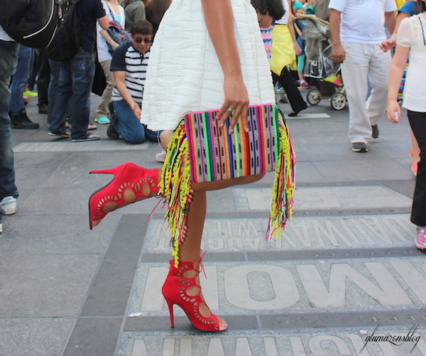 street-style-times-square-white-dress-just-fab-vernon-red-asos-woven-clutch-with-fringing-glamazons-blog-13