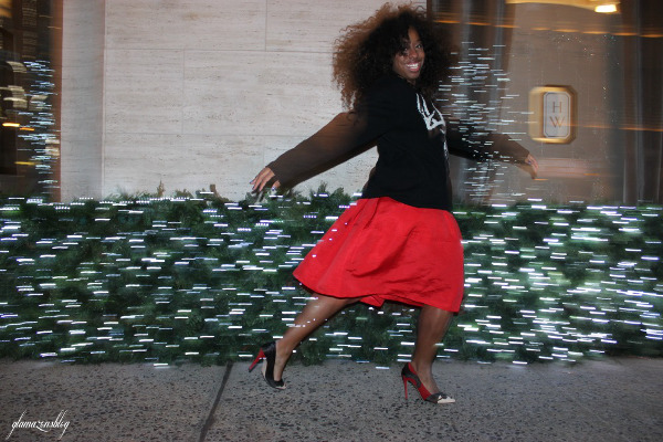 street-style-ugly-christmas-sweater-express-red-full-skirt-alice-olivia-stacey-face-pumps-5th-avenue-holiday-store-windows-new-york-city-jessica-c-andrews-glamazons-blog-8-new