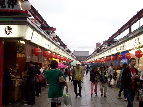 tokyo-travel-nakamise-shopping-arcade-jessica-c-andrews-glamazons-blog