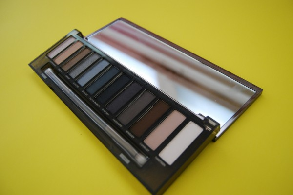urban-decay-naked-smoky-palette-glamazons-blog-2